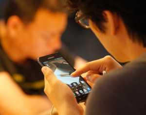 человек с смартфоном